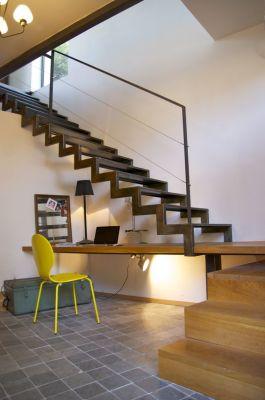 Bureau sous escalier en bois et métal