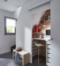 Bureau sous escalier qui peut se fermer