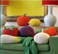 Plaids et coussins colorés