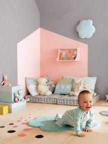 chambre de bébé avec coin lecture