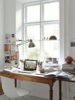 Bureau de style à la fenêtre