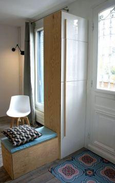 Entrée blanche et bois avec banc