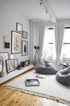 Ambiance naturelle bois, blanc, gris avec rideaux tombants